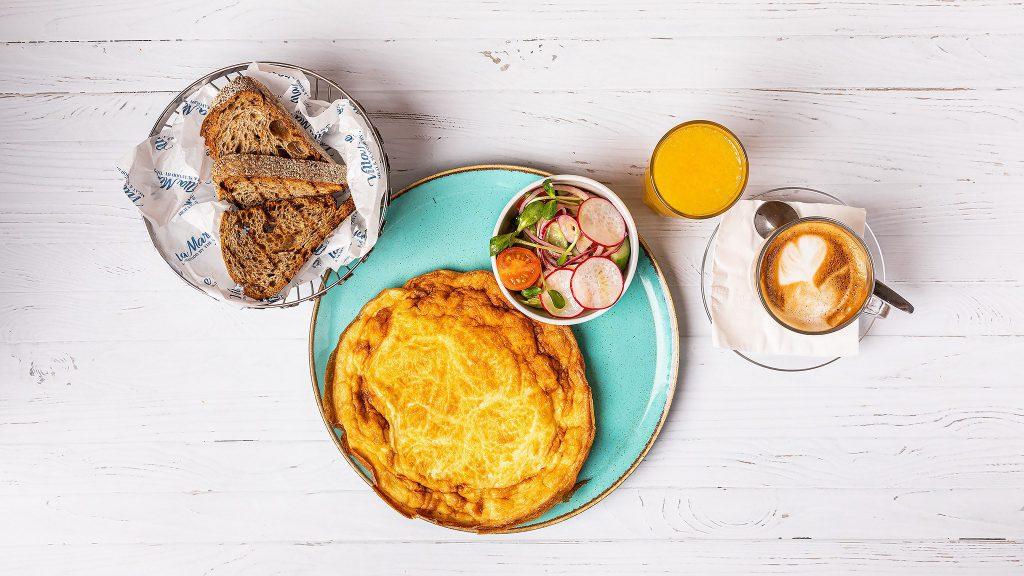 ארוחת בוקר מול הים